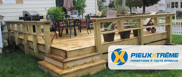 patio-terrasse en bois traité fait avec pieux extreme