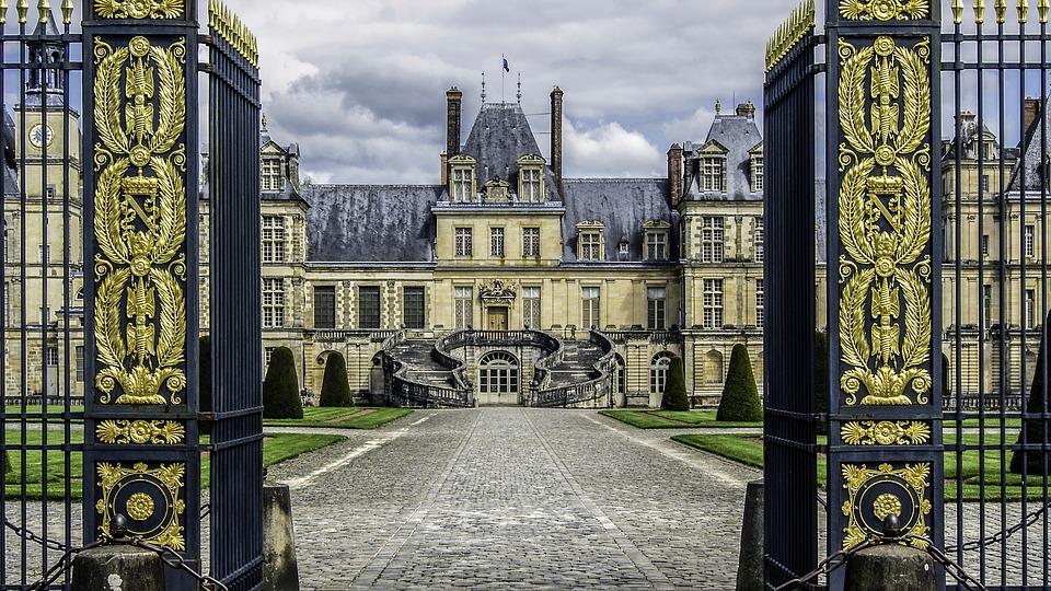 castle-of-fontainebleau-Napoléon