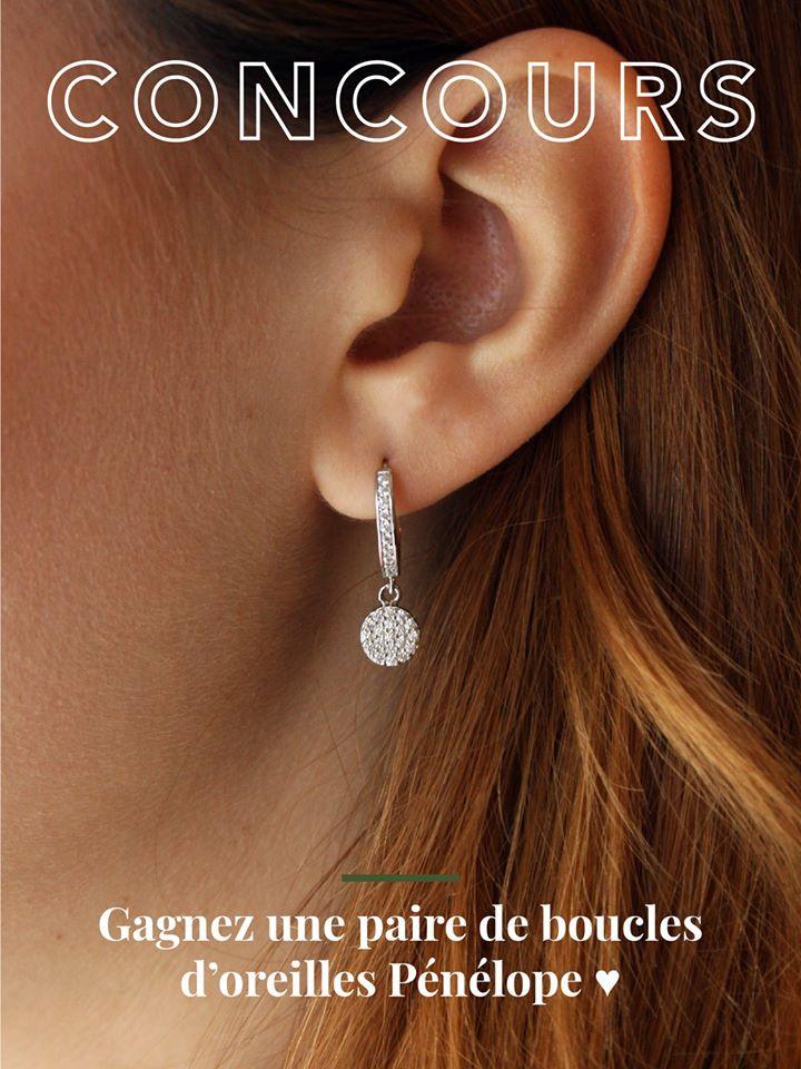 Une Magnifique Paire De Boucles D'oreilles Pénélope