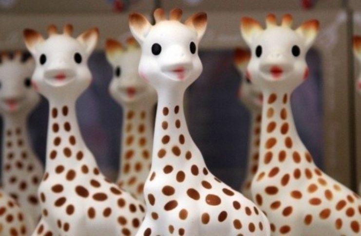 GAGNEZ 1 statuette Sophie la girafe en argent plaquée or (4600 euros)